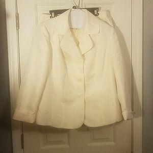 Le Suit Women's Suit